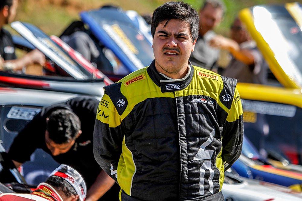Piloto brasileiro de 23 anos morre durante uma prova em São Paulo