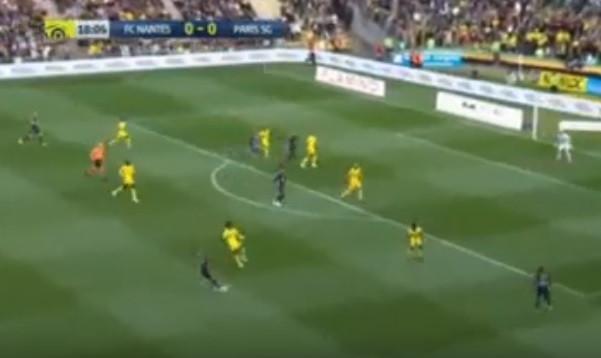 'Incroyable': Dani Alves assina um golão no jogo do título