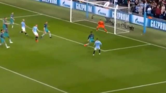 Bernardo Silva dá esperança ao Man. City em jogo de loucos