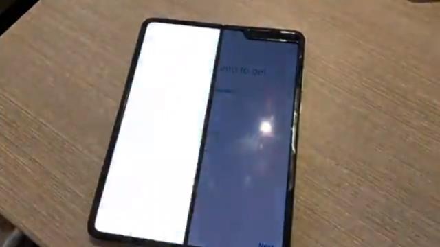 Ecrã partido. Galaxy Fold não resiste aos primeiros dias de uso