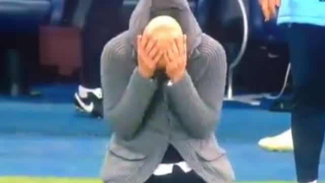 Da euforia à desilusão total: Guardiola acabou ajoelhado no Etihad