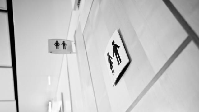 Militar neozelandês condenado por pôr câmara em WC de embaixada nos EUA