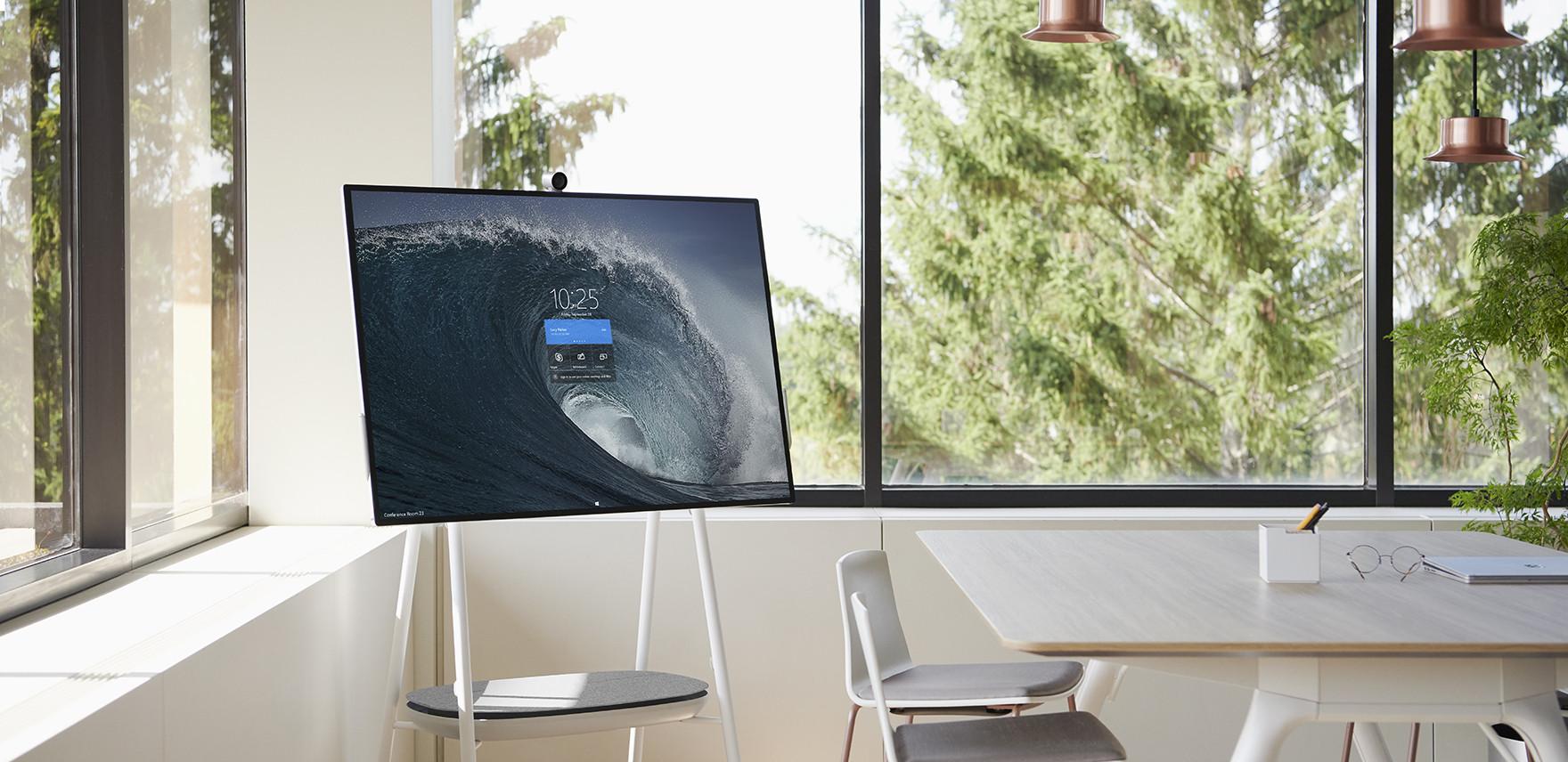 Microsoft desvenda novo ecrã de 85 polegadas para otimizar colaboração