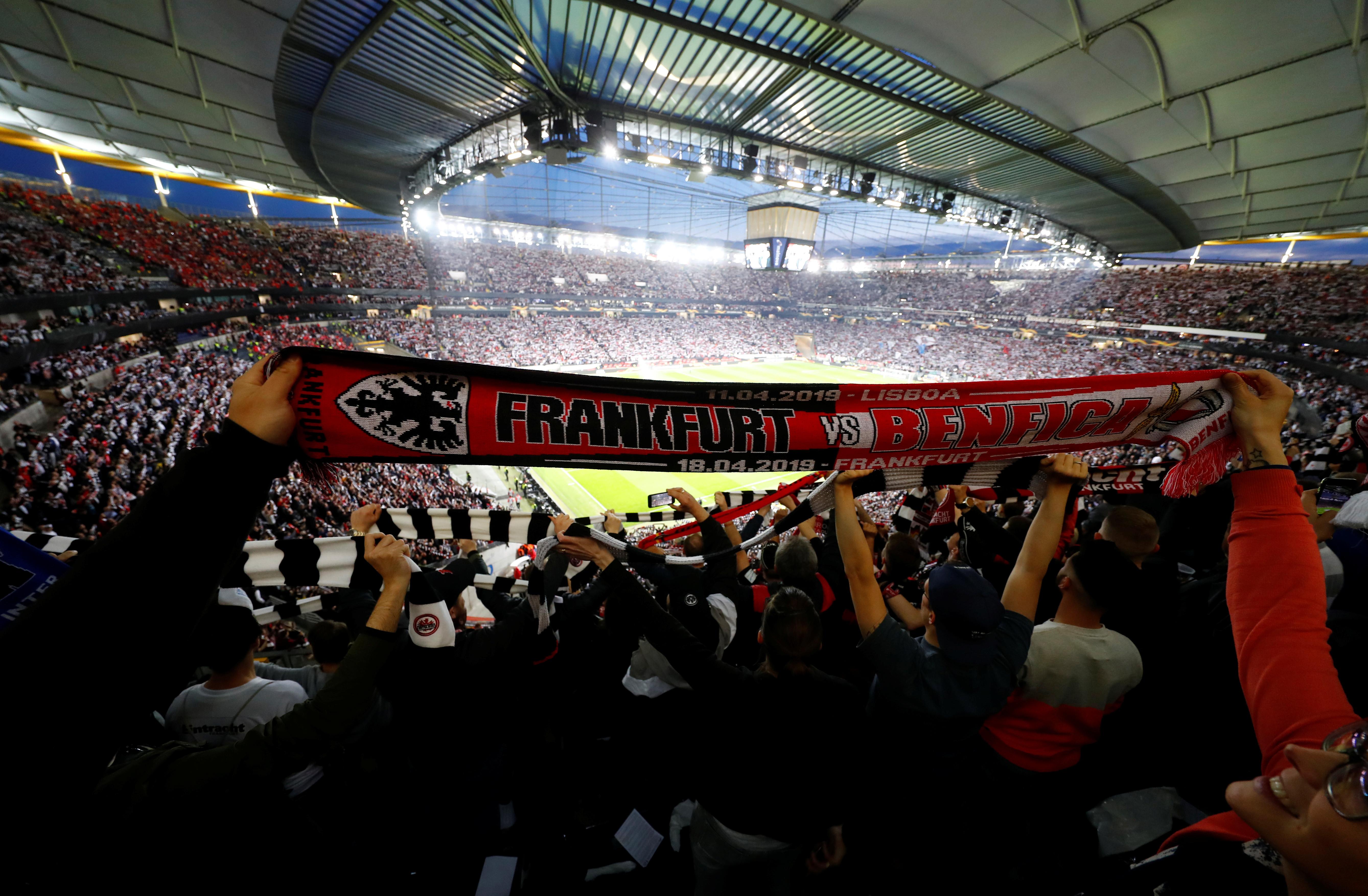 [0-0] Já se joga o Eintracht Frankfurt-Benfica