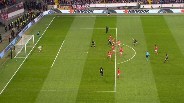 Kostic (em posição irregular) coloca Benfica a perder na Alemanha