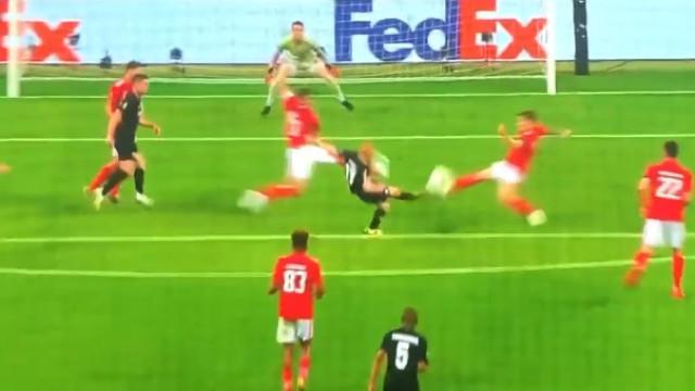 Rode aproveita erro defensivo e põe Frankfurt na frente da eliminatória