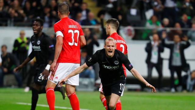Sem Luz nem sorte, Benfica perde e desperta do sonho europeu