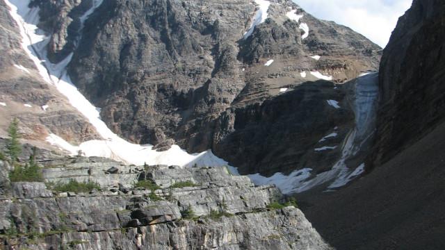 Três alpinistas profissionais dados como mortos em avalanche no Canadá