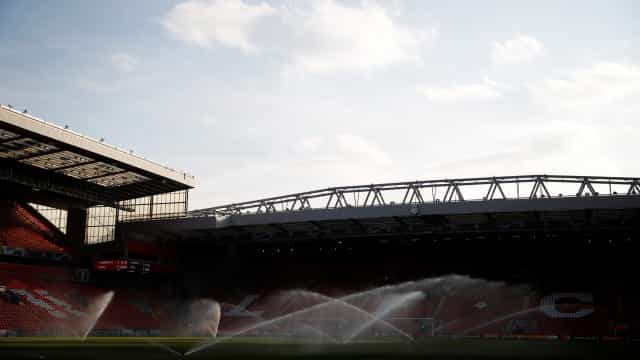 Bilhetes para os duelos entre Barcelona e Liverpool geram polémica