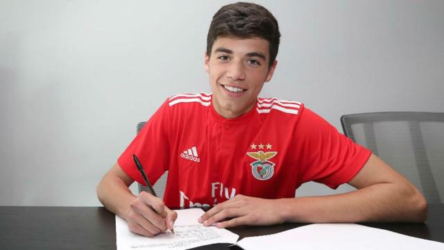 Benfica anuncia assinatura de contrato de formação com João Costa
