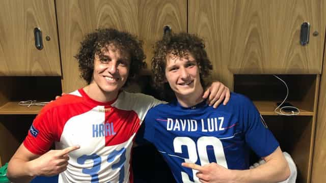 Gémeos? David Luiz defrontou Alex Kral e as semelhanças são notórias
