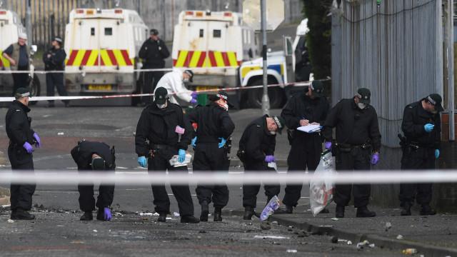 Dois detidos relacionados com morte de jornalista na Irlanda do Norte