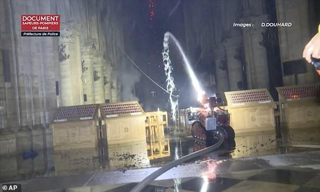 Colossus, o robô que ajudou a combater as chamas em Notre-Dame