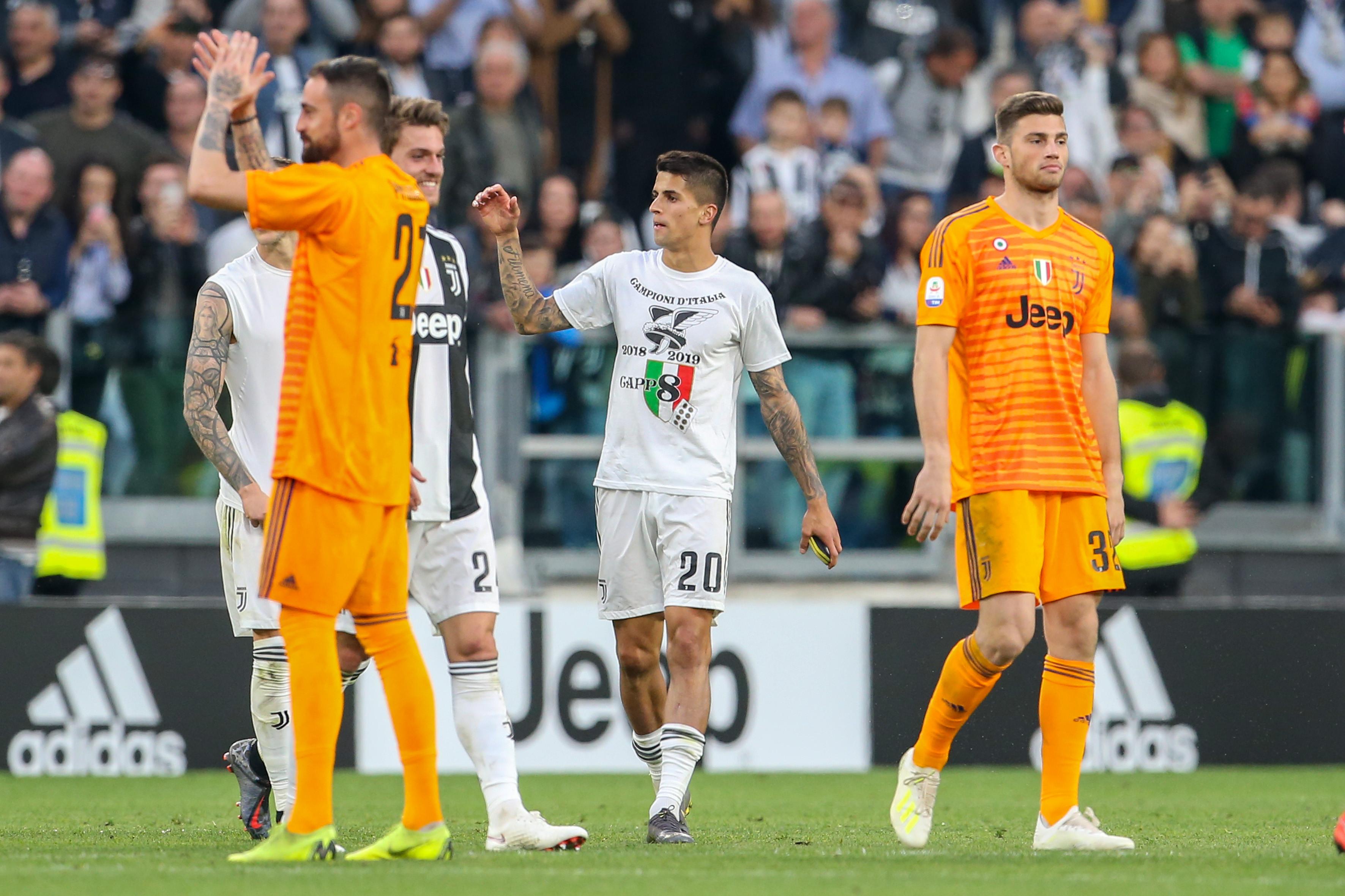 Cancelo e Ronaldo elevam para 10 os portugueses campeões em Itália