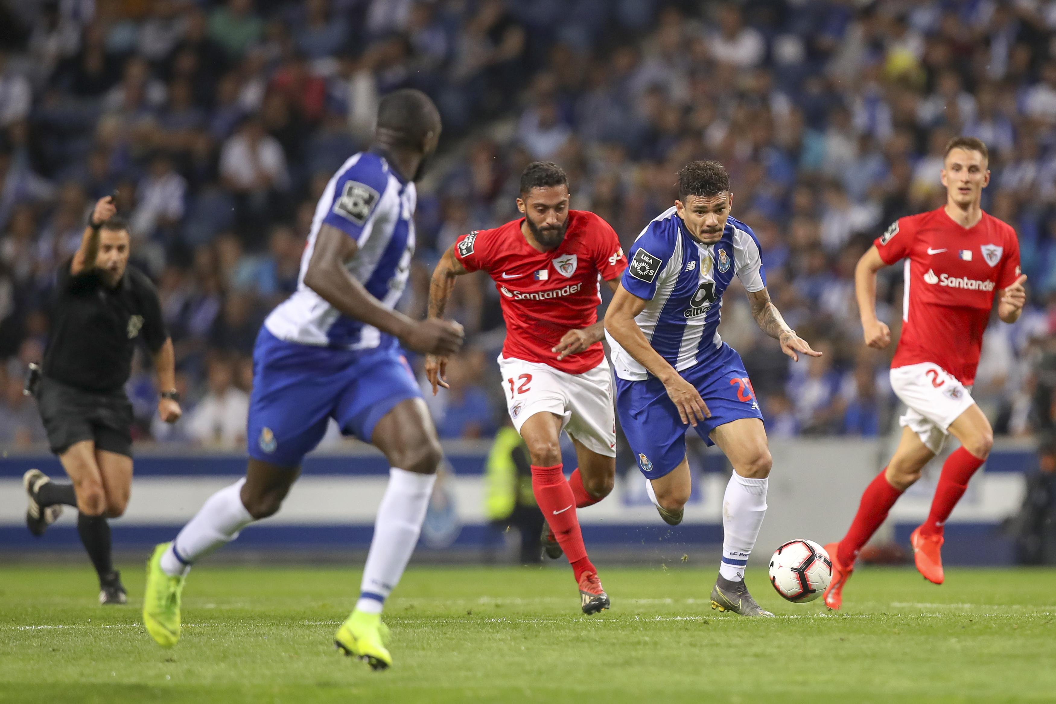 [1-0] FC Porto-Santa Clara: Casillas evita o golo do empate