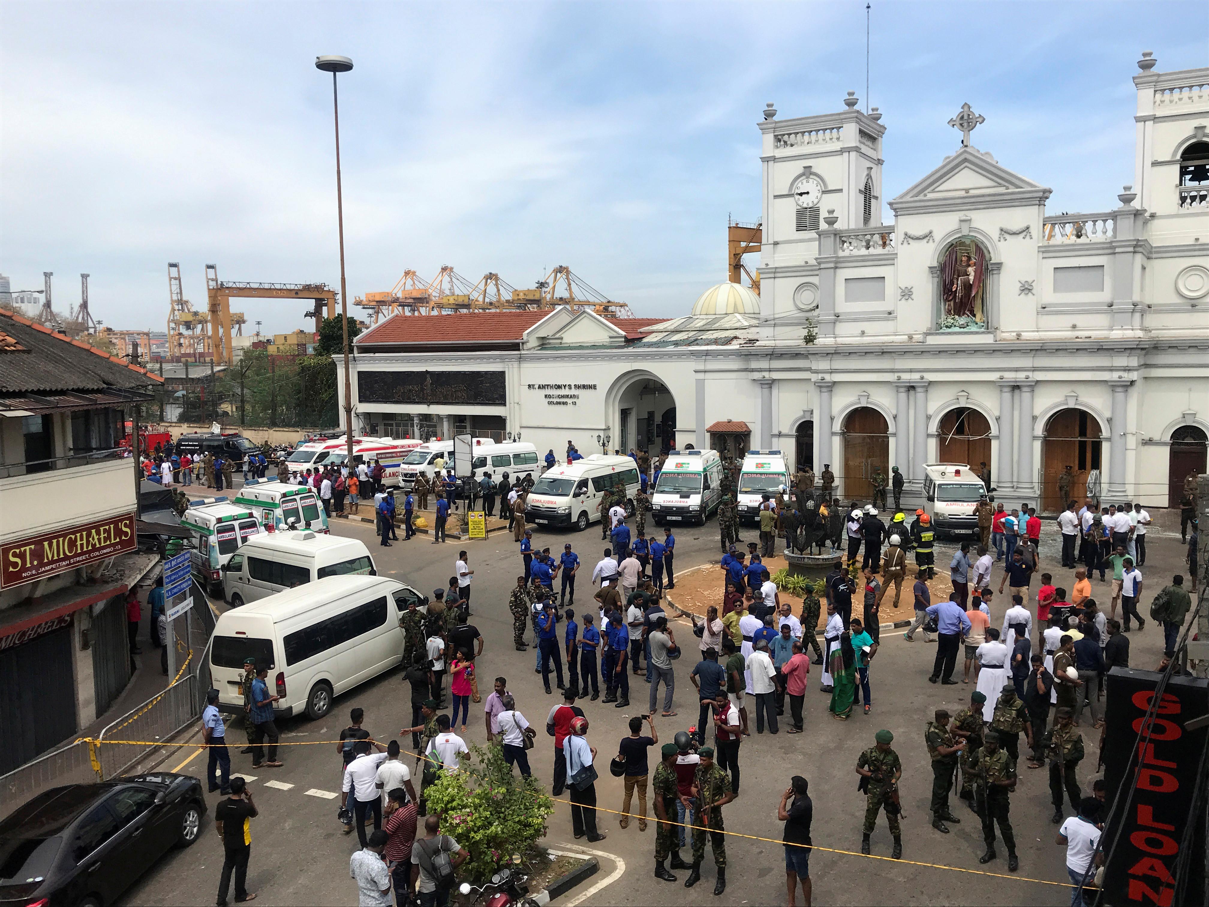 Pelo menos 30 mortos após explosões em três igrejas no Sri Lanka