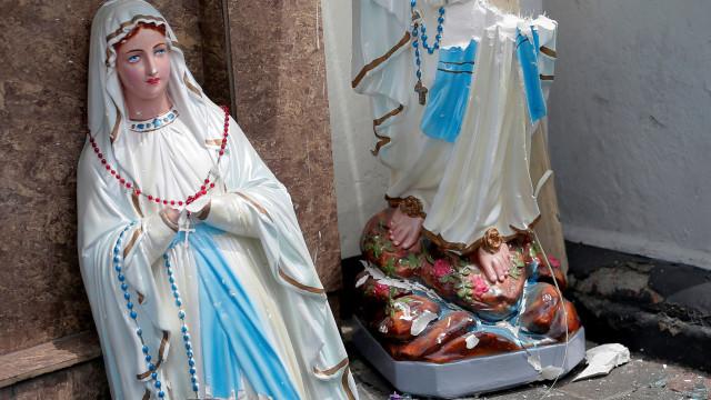 Imagens de uma Páscoa sangrenta. Mais de 200 mortos, incluindo português