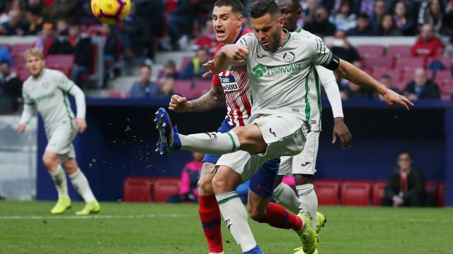 Choveram penáltis e cartões... e o Sevilla terminou humilhado em Madrid