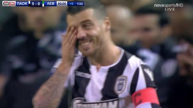 Vieirinha entra em campo lesionado para celebrar título do PAOK