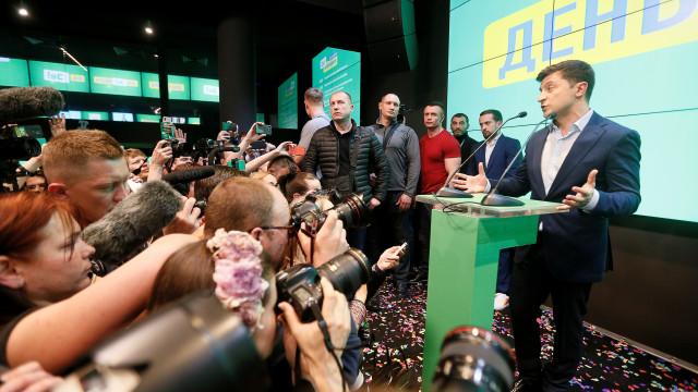 """Vitória de Zelensky mostra que """"ucranianos votaram pela mudança"""""""