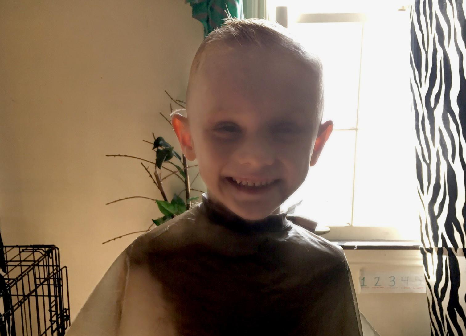 Polícia procura menino de 5 anos. Pais suspeitos após descarte de rapto