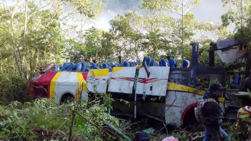 Pelo menos 25 mortos devido a queda de autocarro em ravina na Bolívia