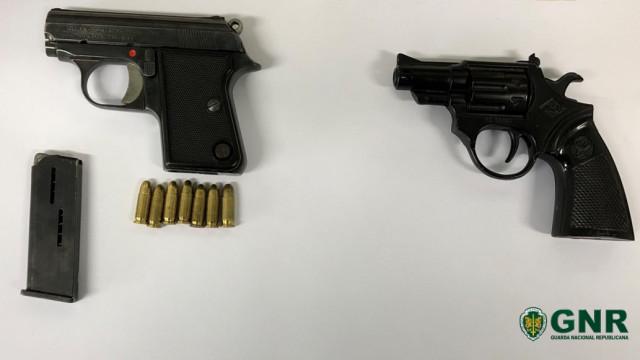 Idoso detido com armas ilegais depois de ameaçar homem em Bragança