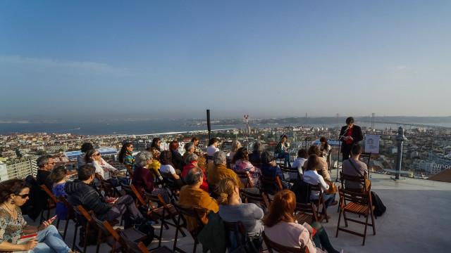 Livros gratuitos e sessões de leitura com vista 360º sobre Lisboa