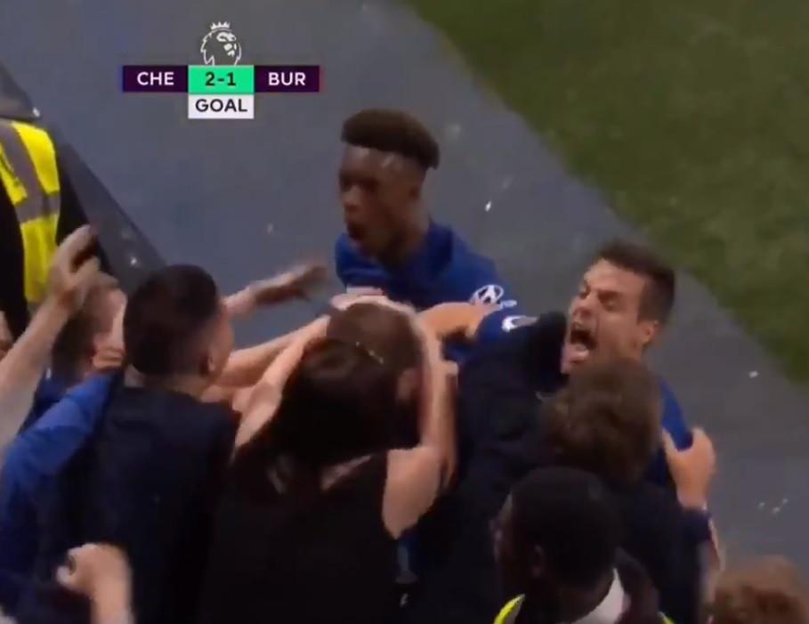 Higuaín marcou pelo Chelsea e uma adepta fez algo inacreditável