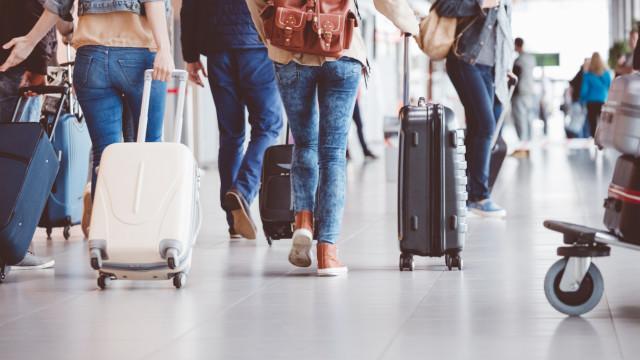 Britânica vestiu 4 kg de roupa e poupou 75 euros no aeroporto