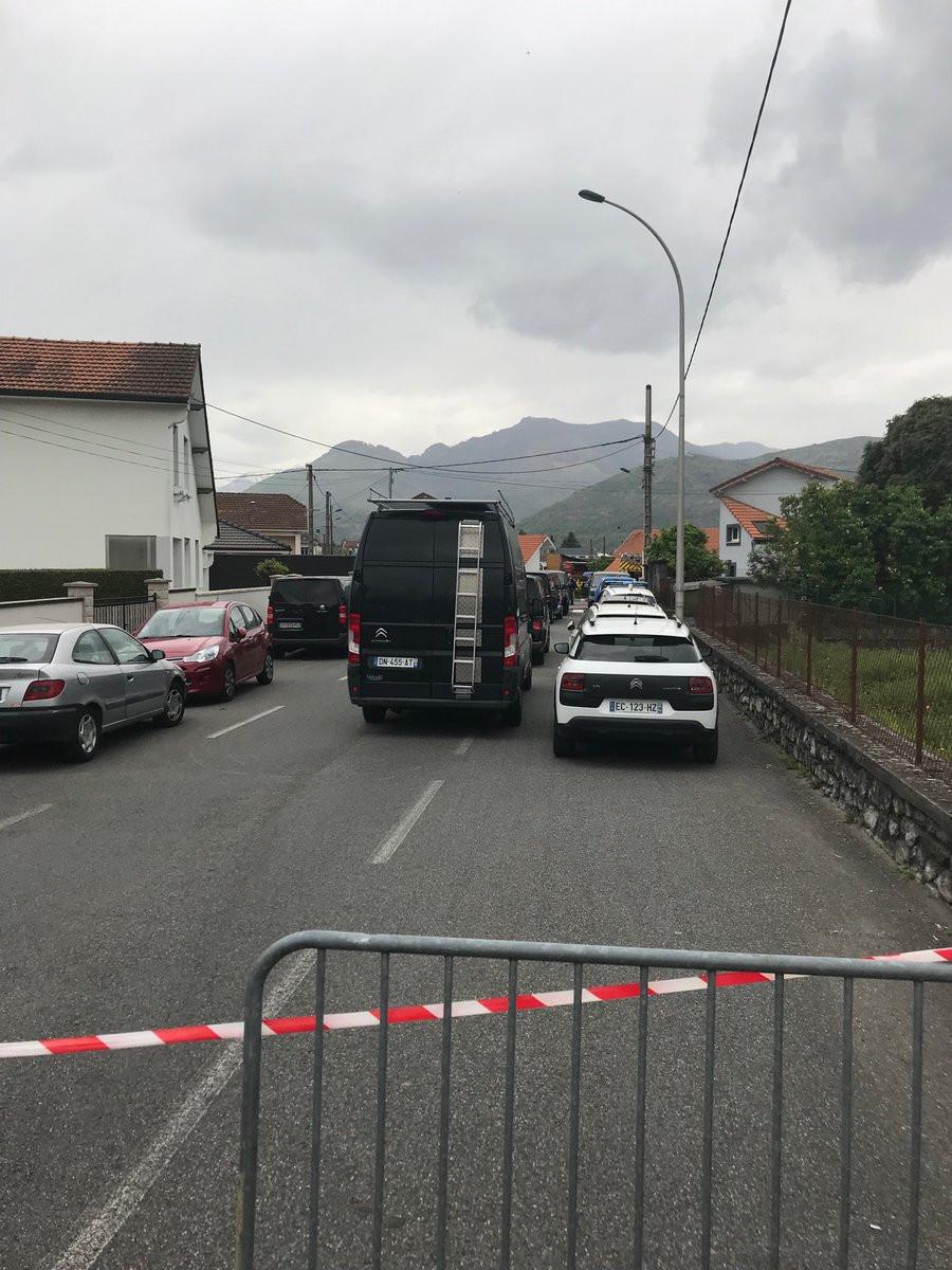Ex-soldado barricado com dois reféns foi detido. Ex-companheira ferida