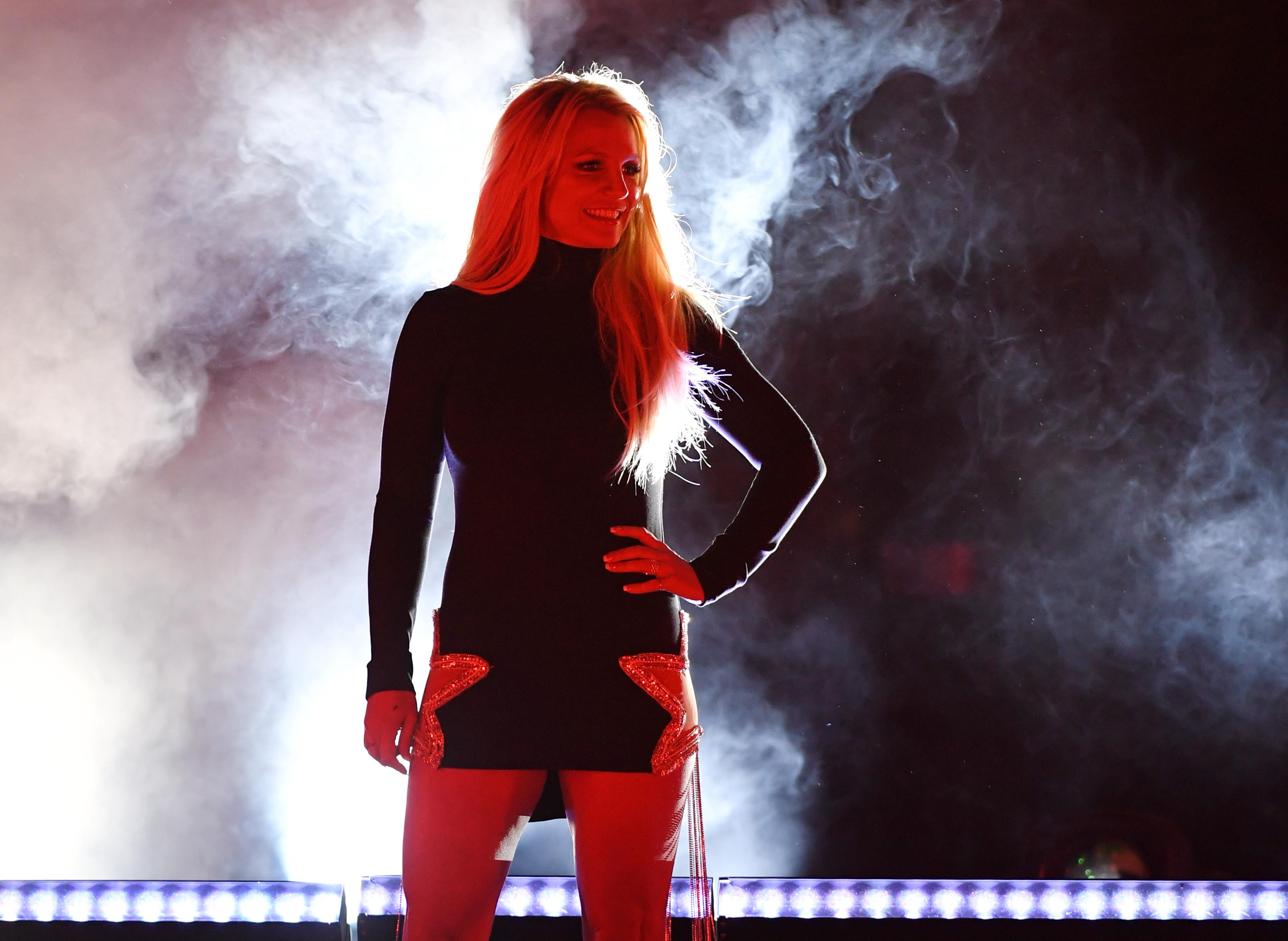 Irmã de Britney Spears defende cantora após movimento contra internamento