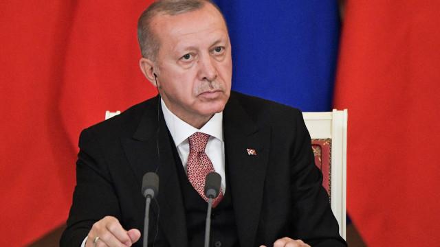 """Erdogan critica quem """"tenta dar lições"""" ao país sobre """"genocídio arménio"""