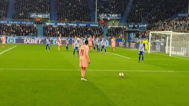 O gesto de Messi com um adepto que já está a correr mundo