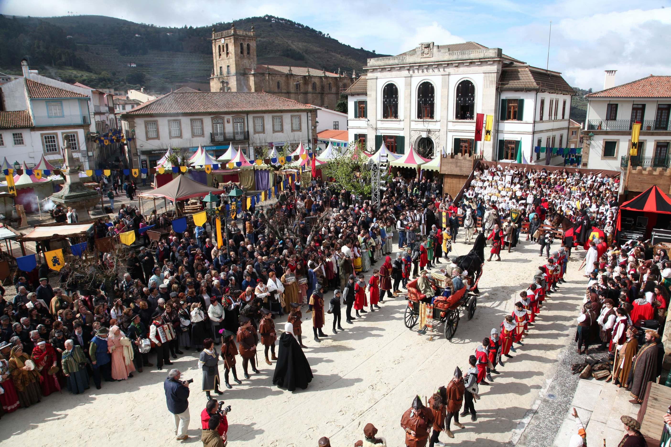 Mil alunos do programa 'Conociéndonos' na feira medieval de Monvorvo