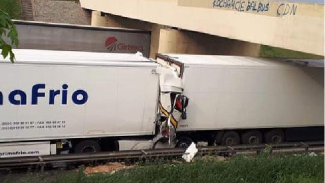 Motorista português morre em colisão que envolveu três camiões na Polónia
