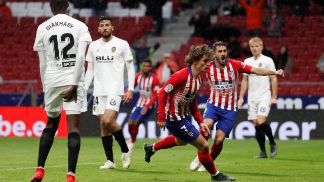 Valencia de Guedes não trava Atlético Madrid e Barcelona vê festa adiada