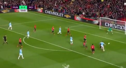 Pelo buraco da agulha... Bernardo Silva marca no United-City