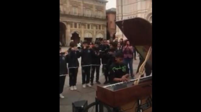 Jogador do Sporting sentou-se ao piano e... arrasou ao som de Queen