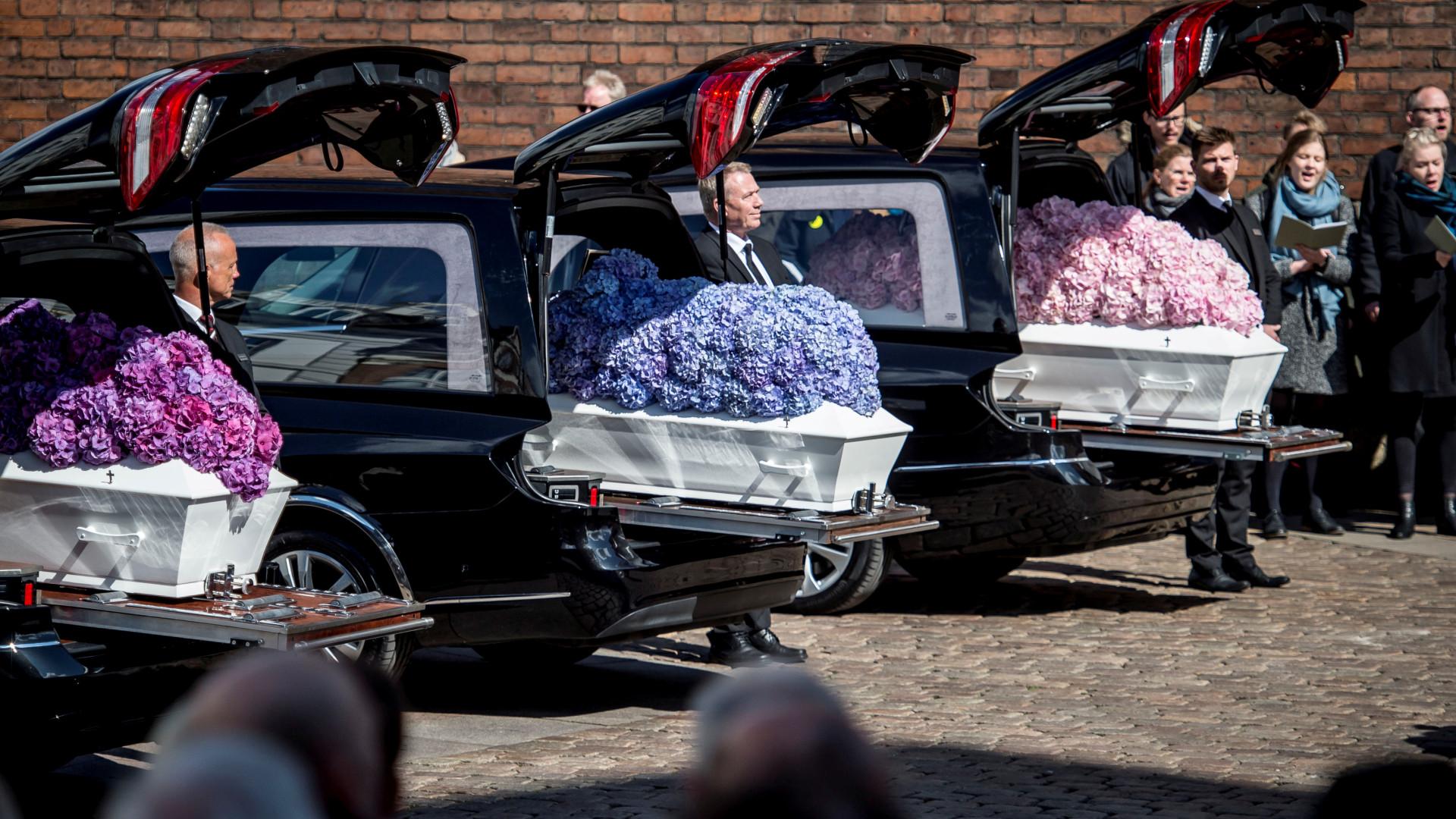 b15ccada463 Sri Lanka  Balões e flores no adeus dos três filhos do acionista da Asos