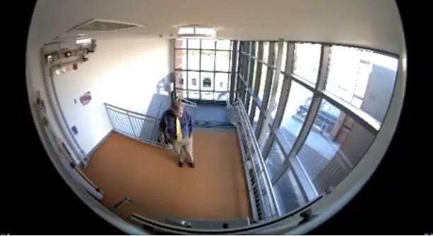 Professor detido por colocar munição em escola. Queria dar uma lição