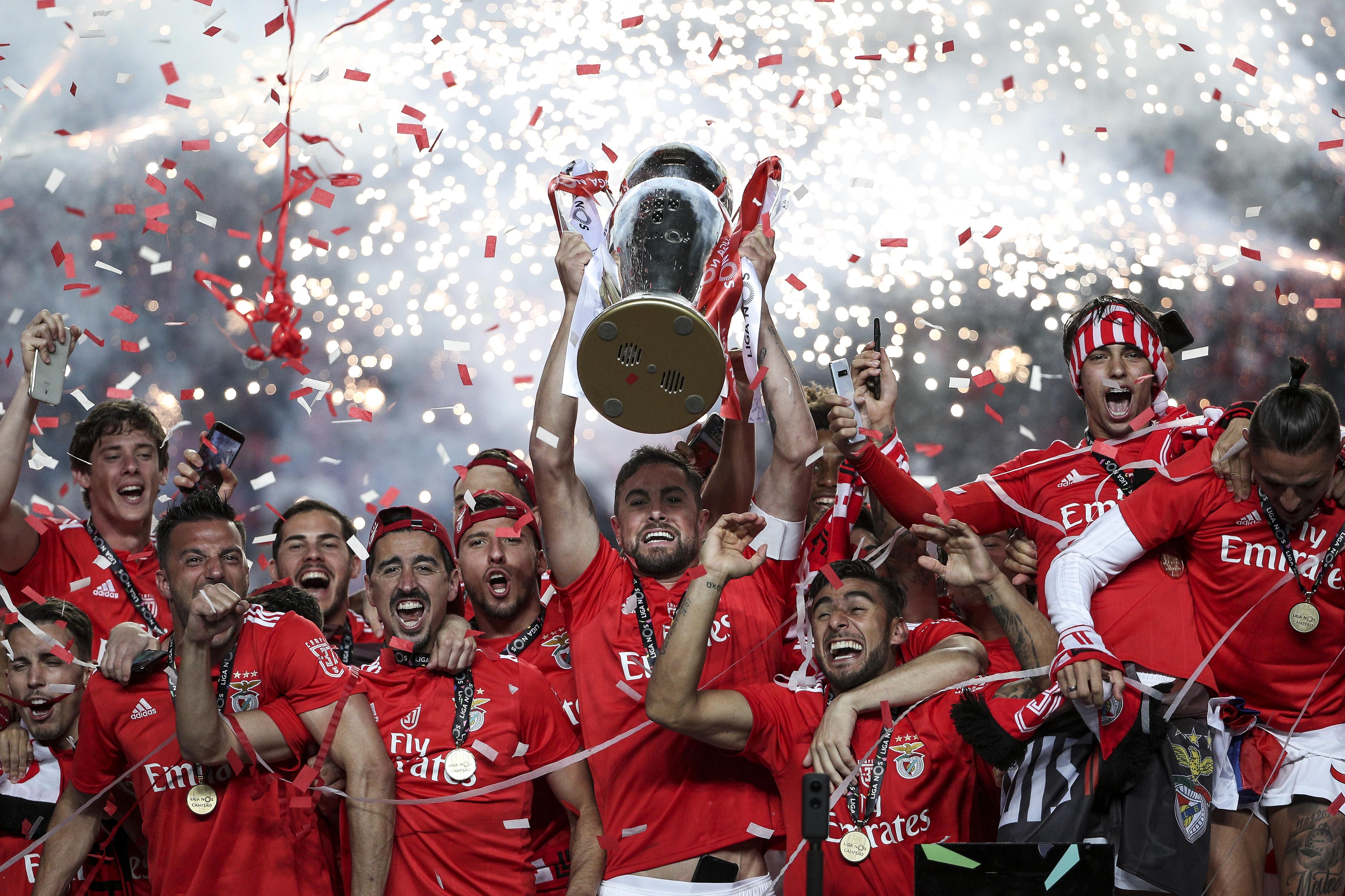 Quanto ganha, afinal, o plantel do Benfica e Bruno Lage com o '37'?