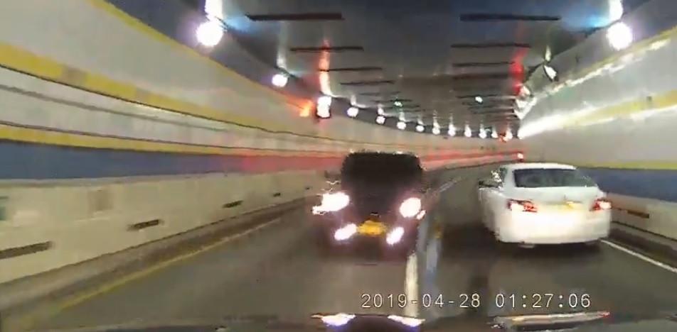 Colisão em contramão vista da perspetiva do condutor