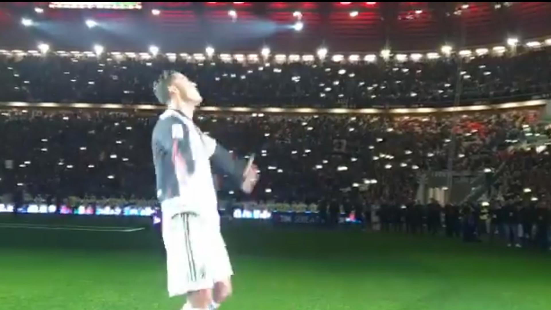 Ronaldo ovacionado pelos adeptos no dia em que a Juve levantou a Taça