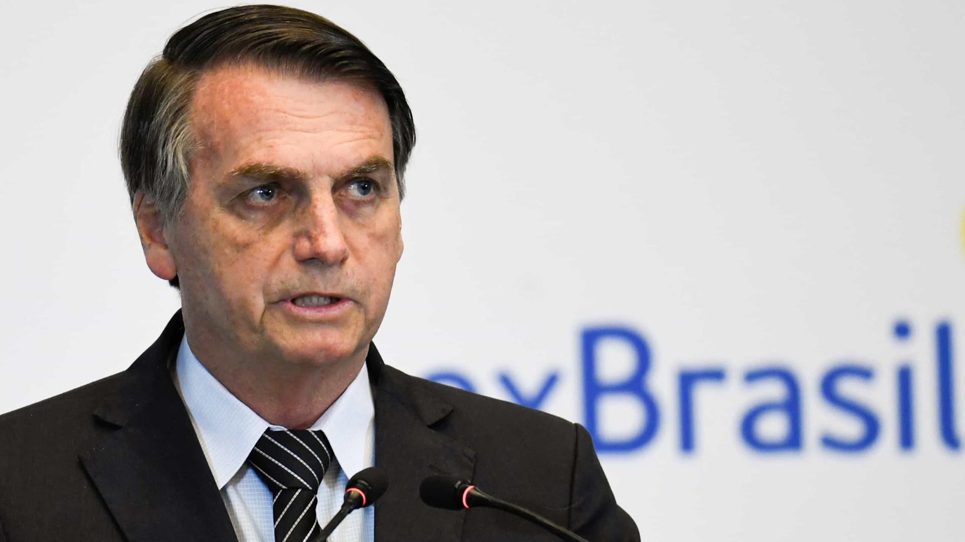 Bolsonaro envia navio e dois helicópteros para busca de avião chileno