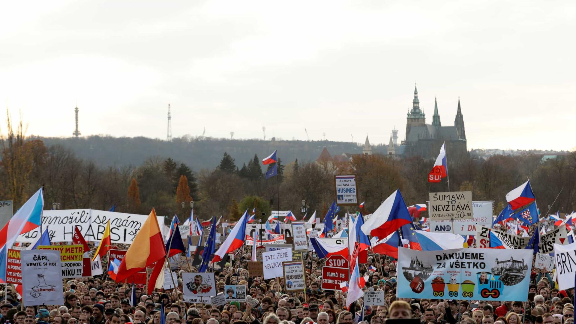 Praga expulsa funcionários da embaixada russa por rumor de envenenamento