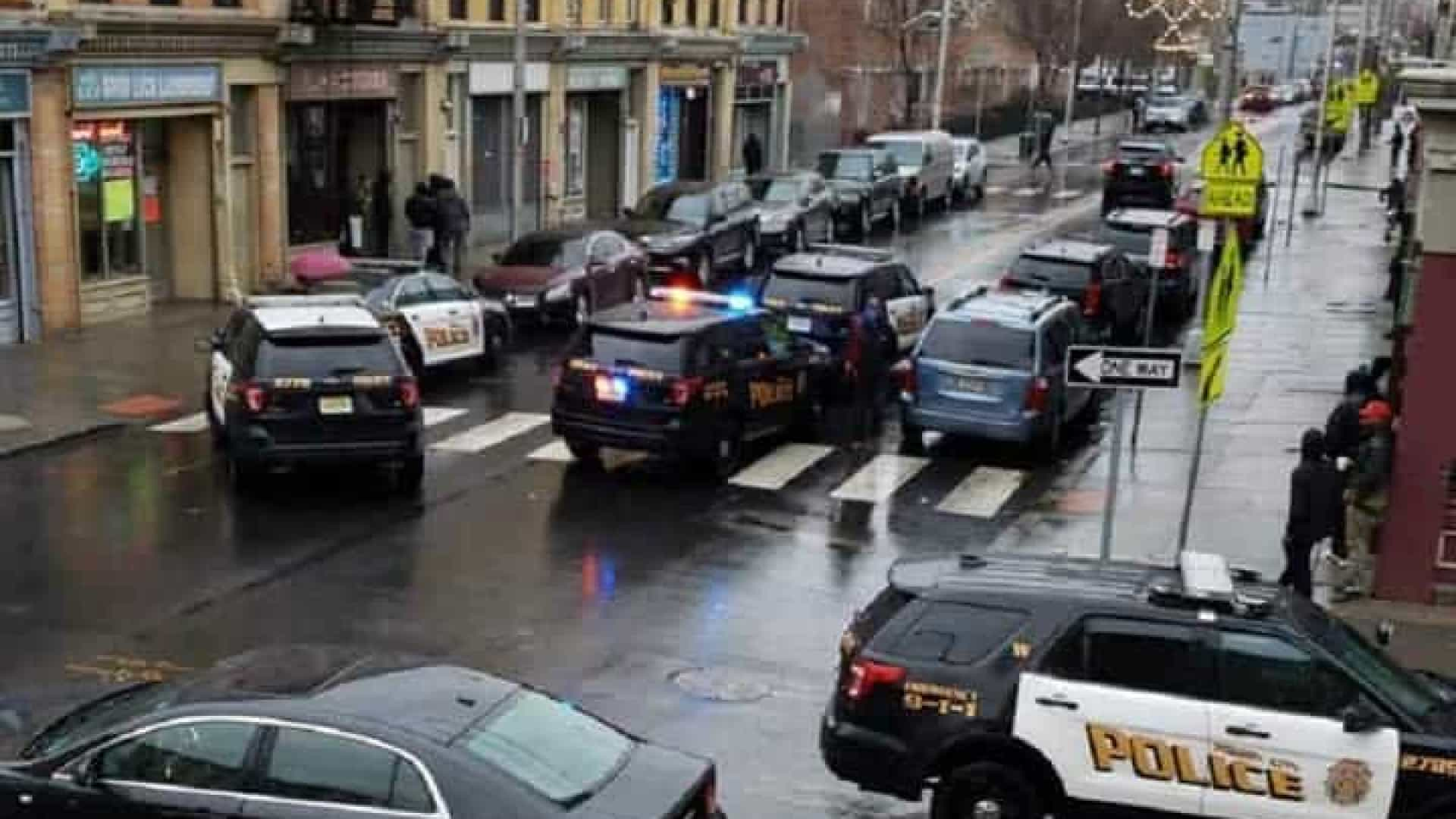 Pelo seis pessoas mortas em tiroteio em Nova Jersey