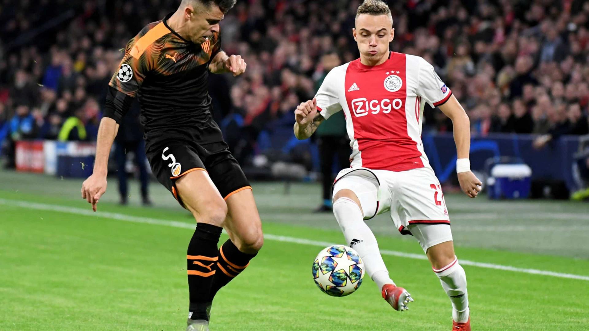 Valencia vence e atira Ajax para a Liga Europa. Chelsea passa em segundo