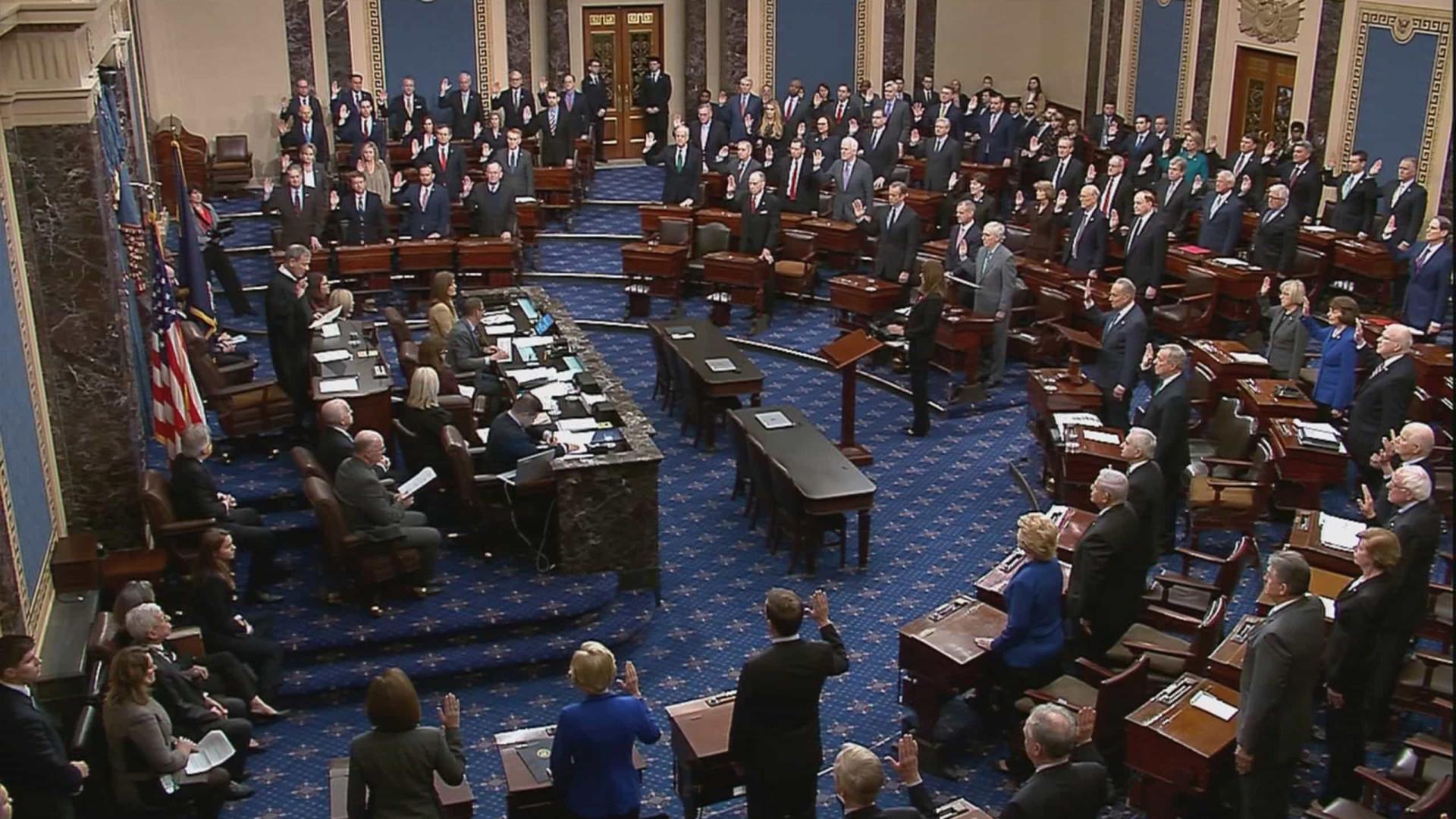 Senado dá passo em frente para reaprovar diploma vetado por Trump