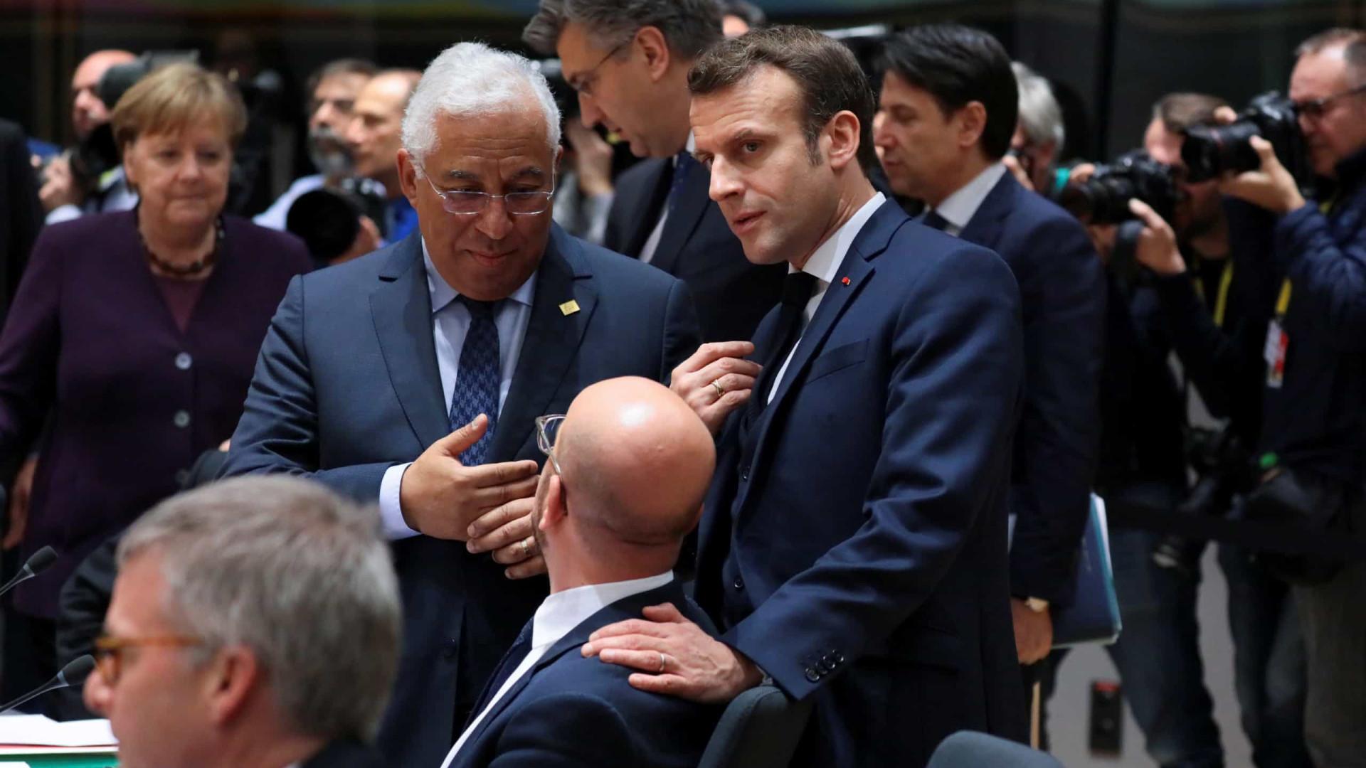 Líderes europeus voltam a sentar-se à mesa após horas de bilaterais